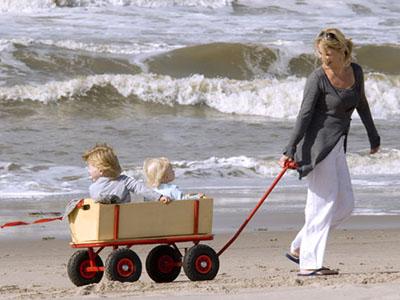 Met de bolderkar naar het strand